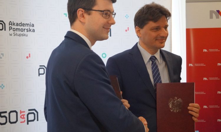 Wiceminister Piotr Müller poinformował o przekazaniu Akademii Pomorskiej w Słupsku 550 tysięcy złotych