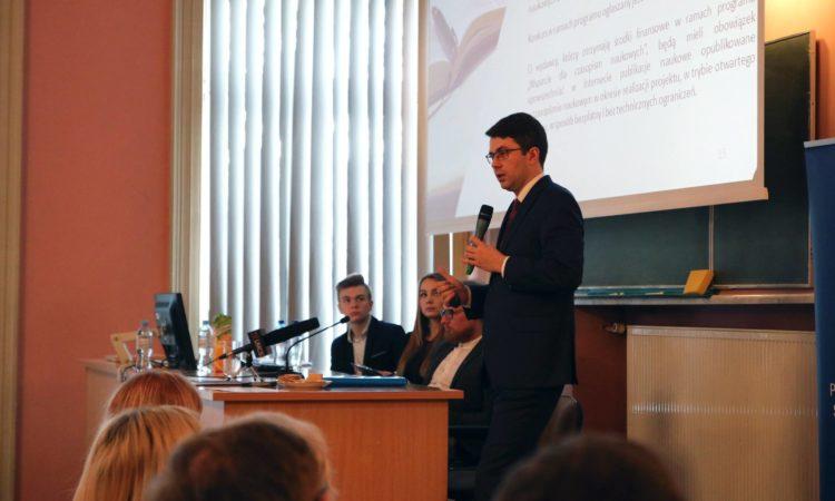 Wiceminister Piotr Müller spotkał się ze studentami w Lublinie