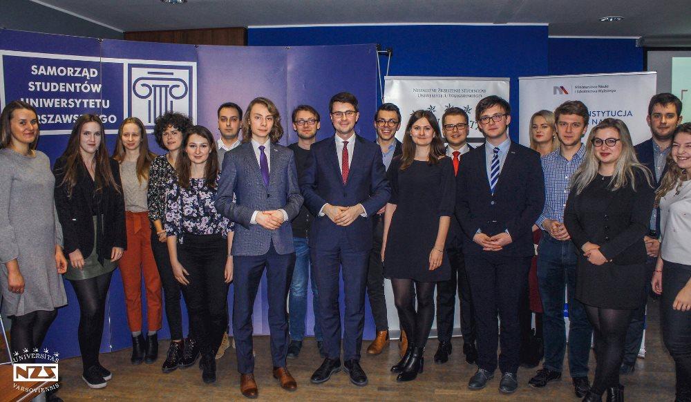 Wiceminister Nauki i Szkolnictwa Wyższego Piotr Müller wziął udział w otwartym spotkaniu na Uniwersytecie Warszawskim