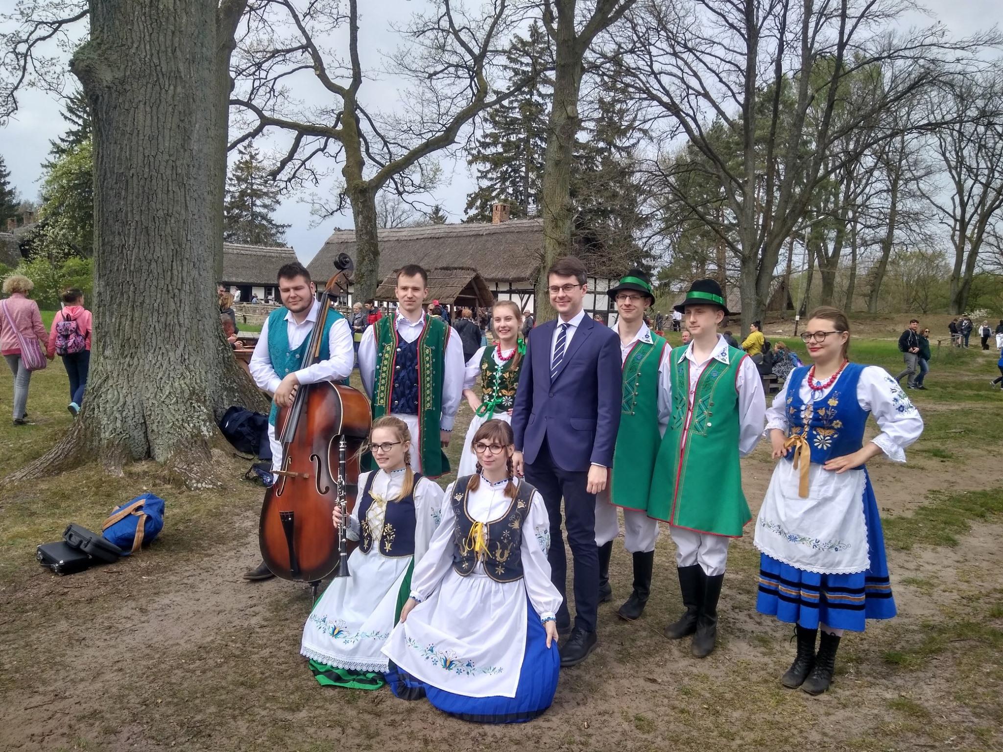 Już od 25 lat  mieszkańcy regionu spotykają się na Czarnym Weselu przypominającym stare tradycje
