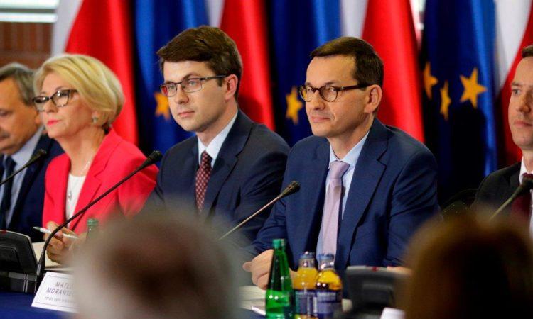 Poseł Piotr Müller uczestniczył w kolejnych obradach Okrągłego Stołu Edukacyjnego oraz podstolików, z udziałem Premiera Mateusza Morawieckiego