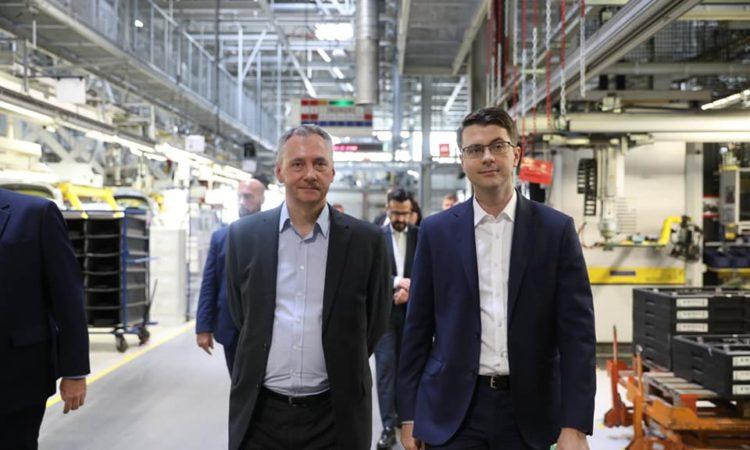 Premier Mateusz Morawiecki i rzecznik rządu Piotr Müller odwiedzili fabrykę Opel Manufacturing Poland w Gliwicach