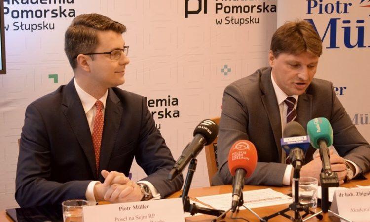 Bardzo dobre wiadomości dlaAkademii Pomorskiej w Słupskui wszystkich mieszkańców powiatu słupskiego z okazji rozpoczynającego się roku akademickiego.
