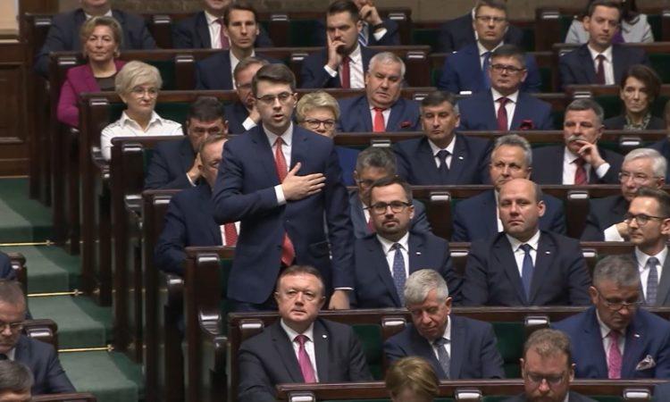 Podczas pierwszego posiedzenia Sejmu nowej kadencji posłowie złożyli ślubowania poselskie
