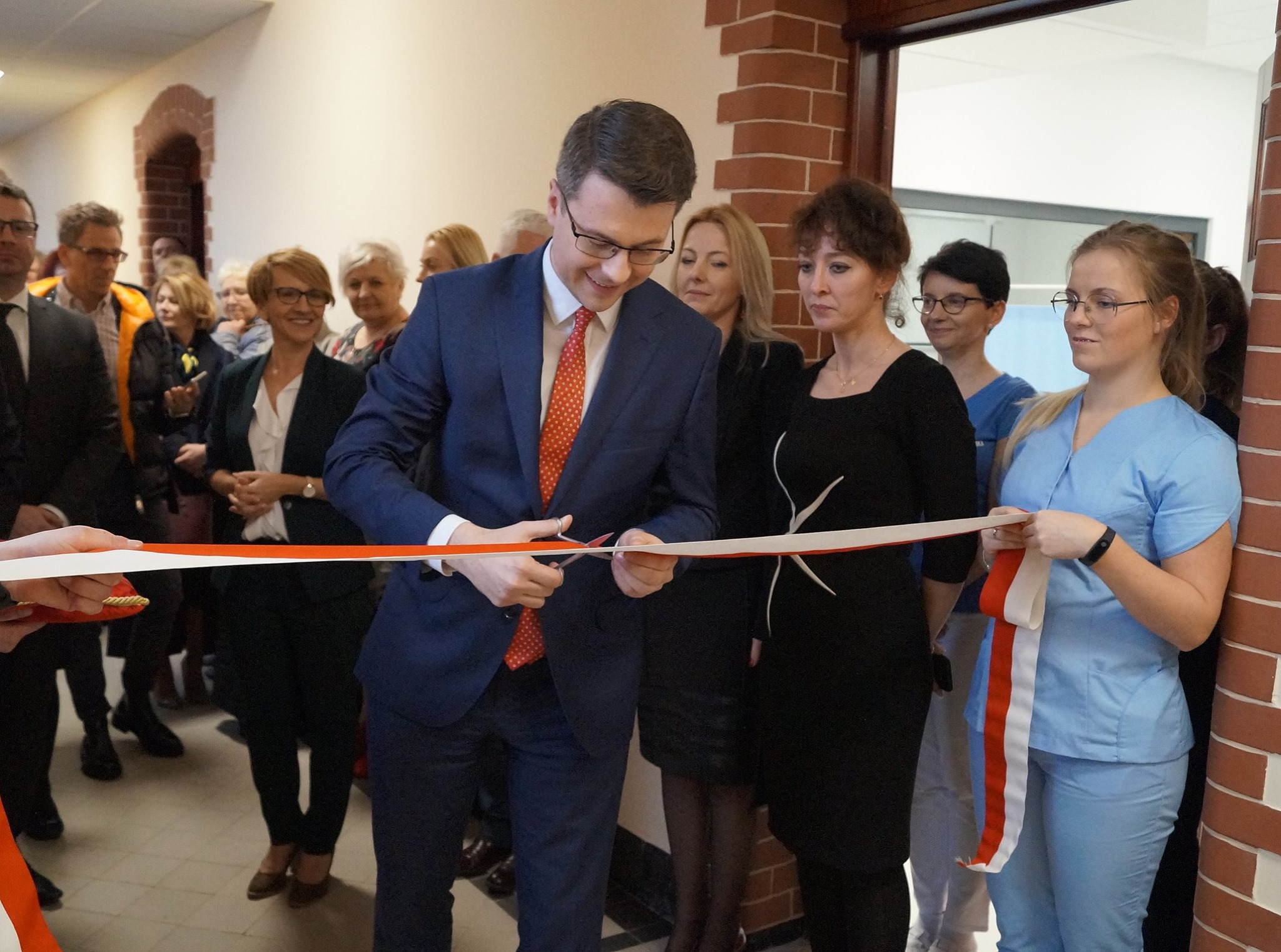 Poseł Piotr Müller uczestniczył w uroczystym otwarciu Monoprofilowego Centrum Symulacji Medycznej i Telemedecyny. Słupska uczelnia może pochwalić się jednym z najnowocześniejszych zapleczy dydaktycznych w Polsce.
