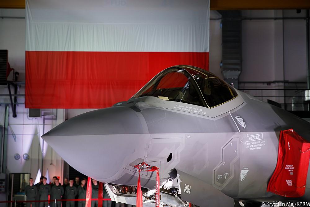 """Polski rząd wykonał kolejny krok w kierunku modernizacji armii. Na polskim wyposażeniu pojawią się myśliwce F-35 - najnowocześniejszy wielozadaniowy samolot bojowy zaliczany do tzw. """"piątej generacji""""."""
