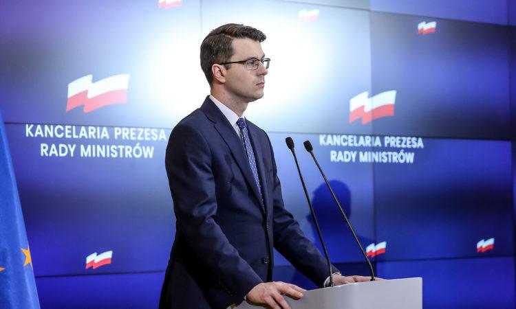 W  trosce o zdrowie i życie wszystkich obywateli i osób przebywających na  terenie Polski rząd wprowadza nowe zasady bezpieczeństwa w związku z koronawirusem.