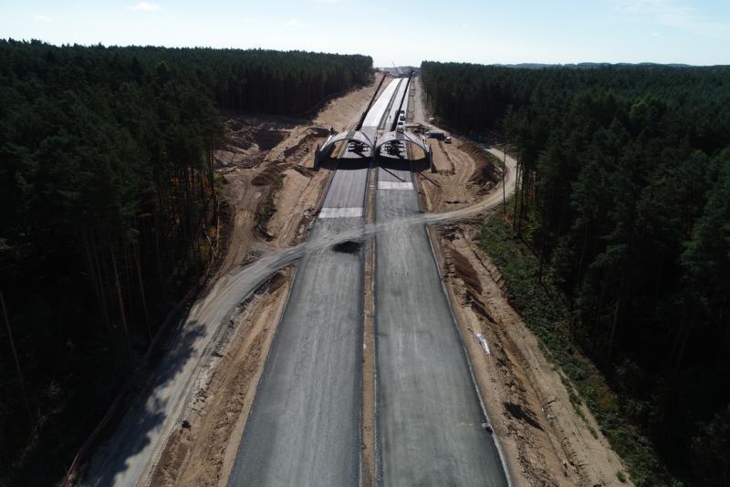 Widoczne efekty pracy drogowców na budowie trasy S-6
