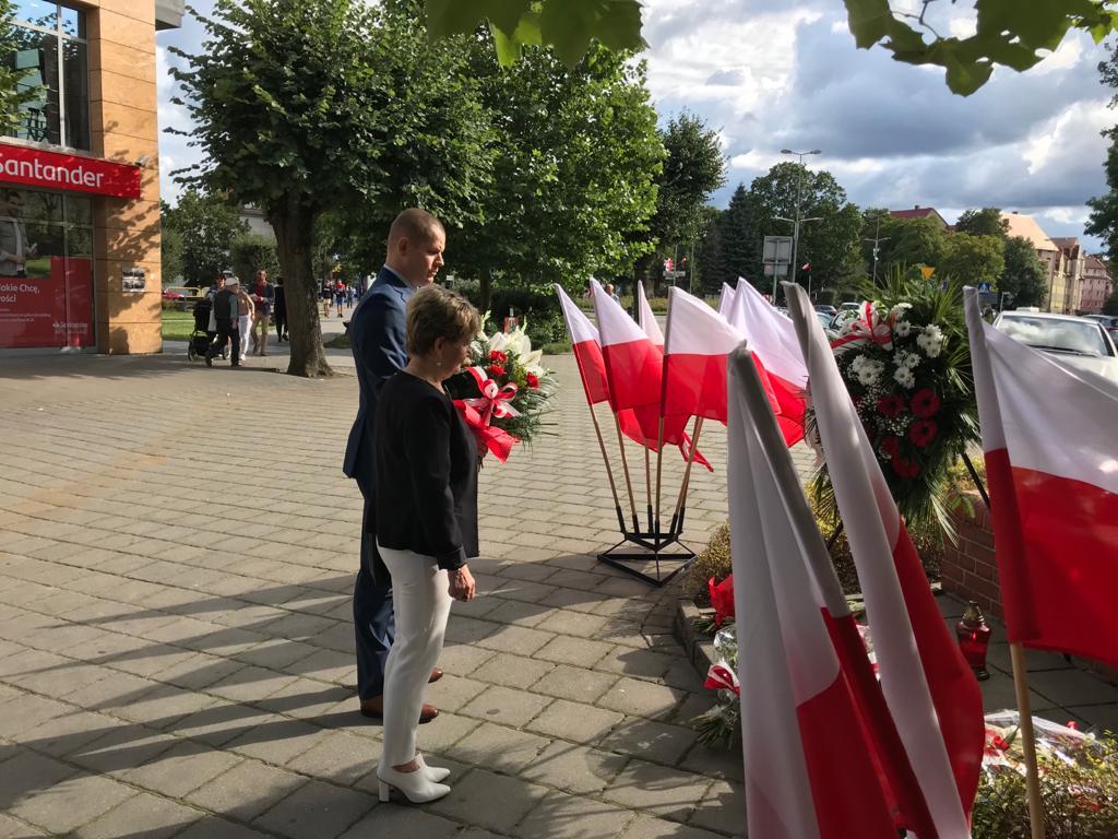 Z okazji obchodów 81. rocznicy wybuchu II Wojny Światowej organizowane były uroczystości w rodzinnym regionie posła Müllera podczas, których reprezentowali go współpracownicy z biura poselskiego. W Słupsku złożyli kwiaty przy pomniku Żołnierza Polskiego, natomiast w Lęborku przy płycie Pocztowców Gdańskich.