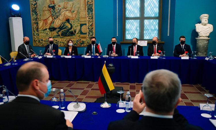 Wizyta w Wilnie stanowi potwierdzenie polsko-litewskiego partnerstwa strategicznego oraz efektywnej współpracy. Nasze kraje łączą bardzo dobre relacje, które przejawiają się w czasie rozmów i dyskusji.
