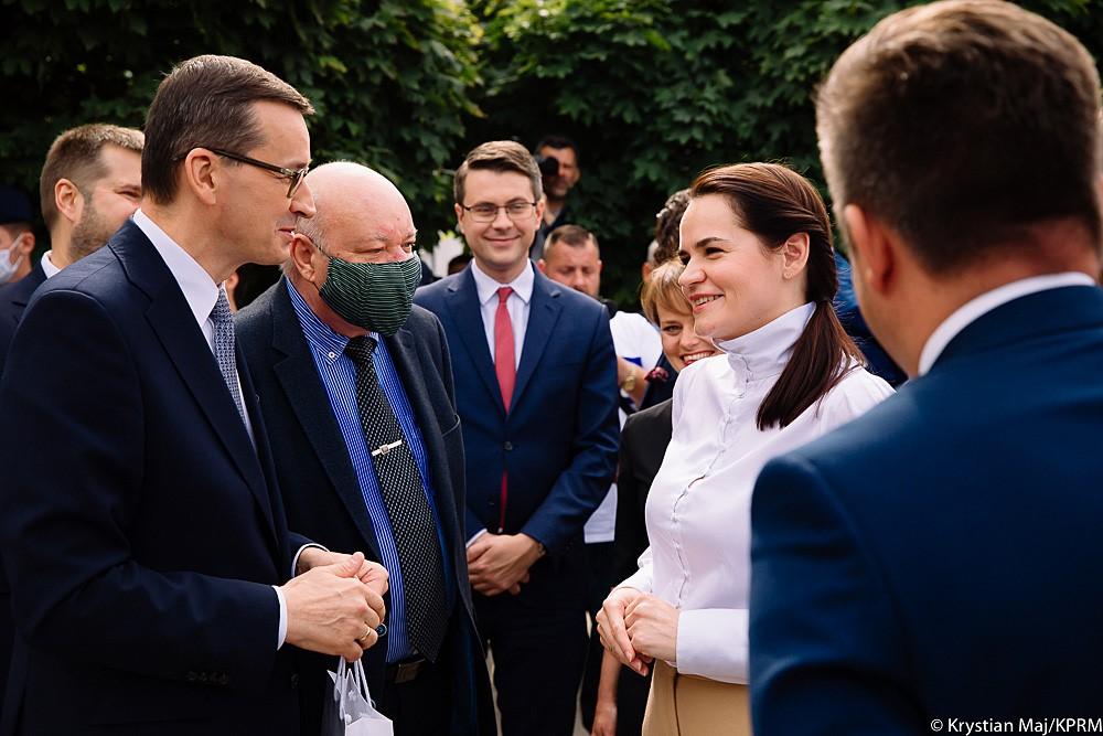 Premier Mateusz Morawiecki spotkał się ze Swiatłaną Cichanouską, która była kandydatką na Prezydenta Białorusi. Mija miesiąc od kiedy na Białorusi miały miejsce wybory prezydenckie, które otworzyły oczy i serca naszych sąsiadów. To krok do normalności na Białorusi, który powinien być postawiony już dawno temu.