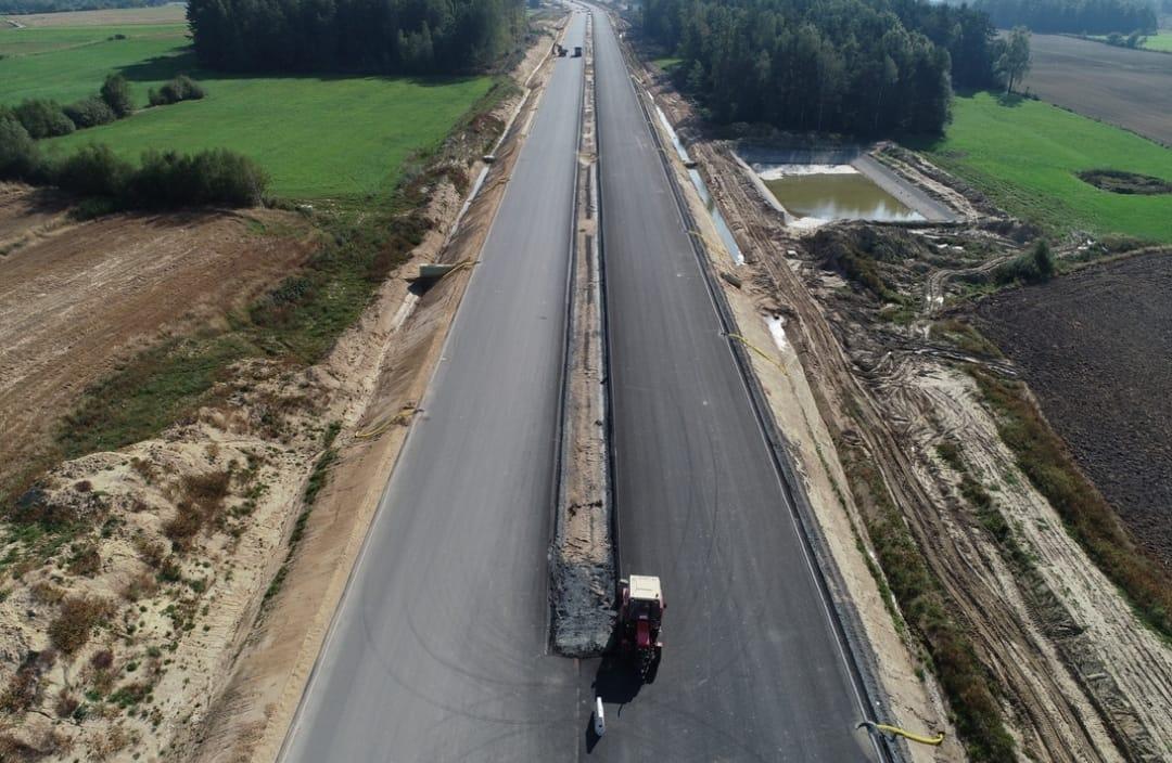 Na odcinku Luzino– Szemud trwają już zaawansowane prace budowlane. Już wkrótce zostaną ogłoszone przetargi na kolejne odcinki drogi - w tym do Lęborka i Słupska.