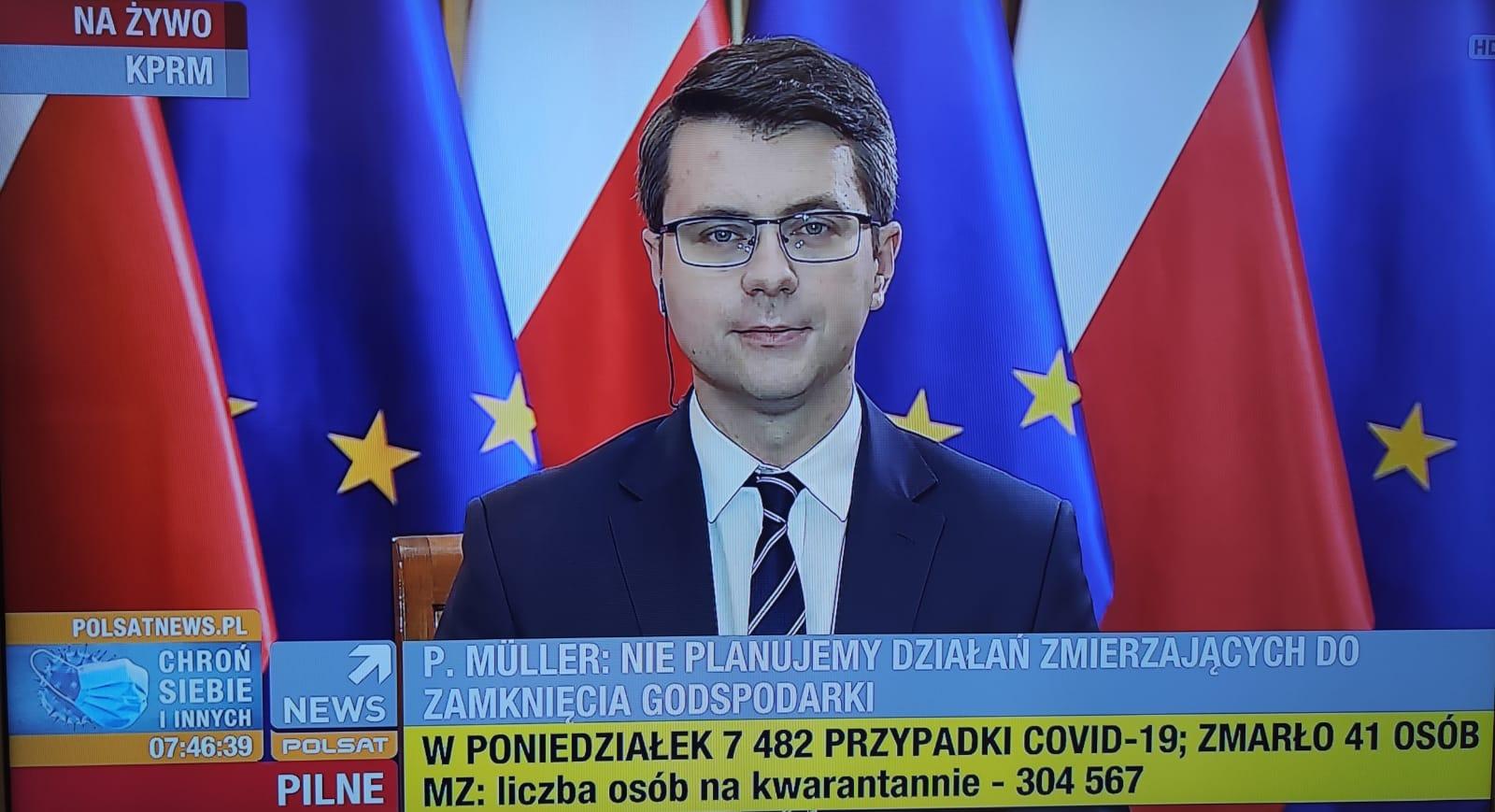 Dzisiejszego poranka Piotr Müller był gościem programu Graffiti na antenie Polsat News. Z red. Grzegorzem Kępką rozmawiali między innymi o walce z koronawirusem oraz o procedowanej specustawie systematyzującej dotychczasowe rozwiązania przyjmowane w rozporządzeniach.
