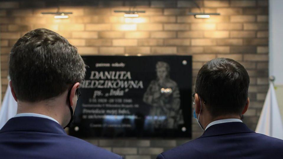 """Szkoła Podstawowa im. Danuty Siedzikówny ps. """"Inka"""" w Czarnem"""