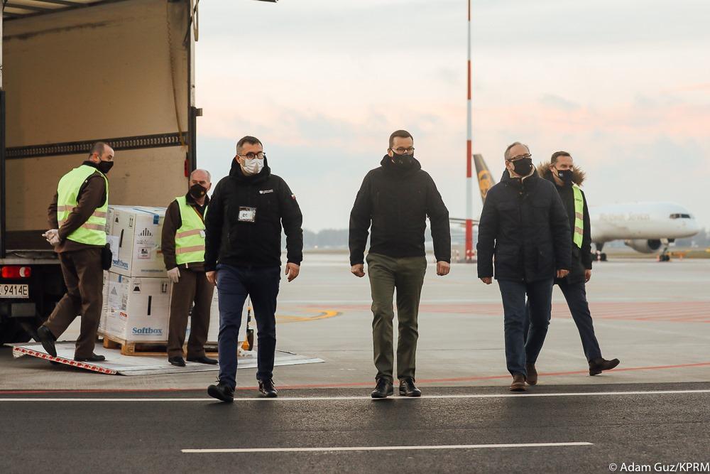 300 tysięcy szczepionek wylądowało w Polsce