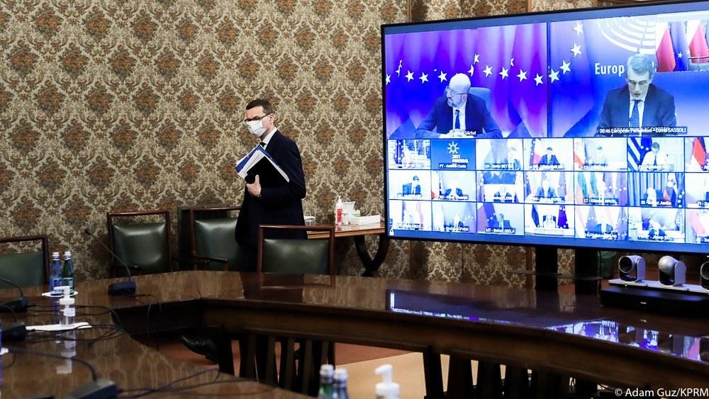 Premier Mateusz Morawiecki od tygodni do Komisji Europejskiej o większą mobilizację dot. dotrzymywania terminów dostaw szczepionek i kontynuacji rozmów z firmami zapewniającymi dostawy do krajów UE. Premierzy państw: z Polski, Belgii, Danii i Hiszpanii oraz prezydent Litwy wystosowali list do Komisji Europejskiej.