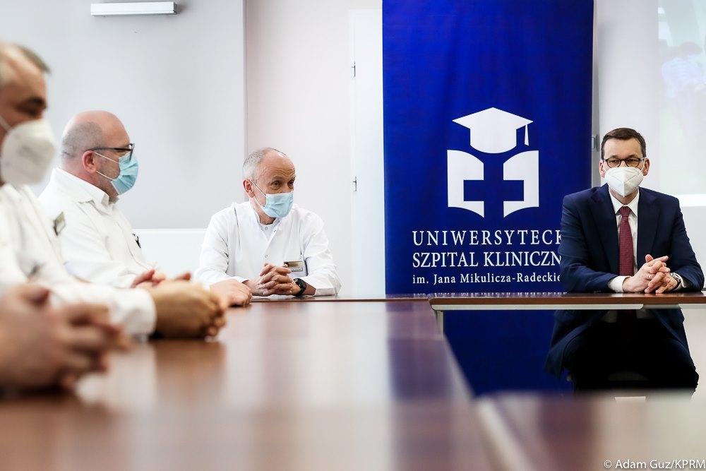 Premier Mateusz Morawiecki odwiedził Uniwersytecki Szpital Kliniczny we Wrocławiu