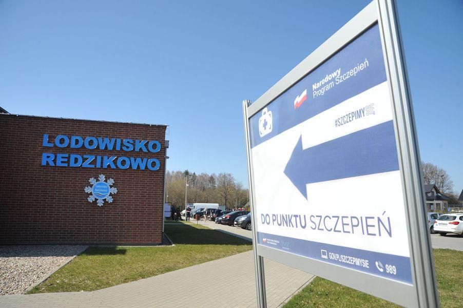 Pierwszy taki punkt na Pomorzu został ulokowany w powiecie słupskim w Redzikowie w Gmina Słupsk. W takim punkcie będzie można realizować aż 500 szczepień dziennie.