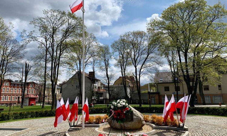 Z okazji 230. rocznicy uchwalenia Konstytucji 3 Maja współpracownicy posła Piotra Müllera wzięli udział w uroczystościach oraz złożyli kwiaty w regionie.