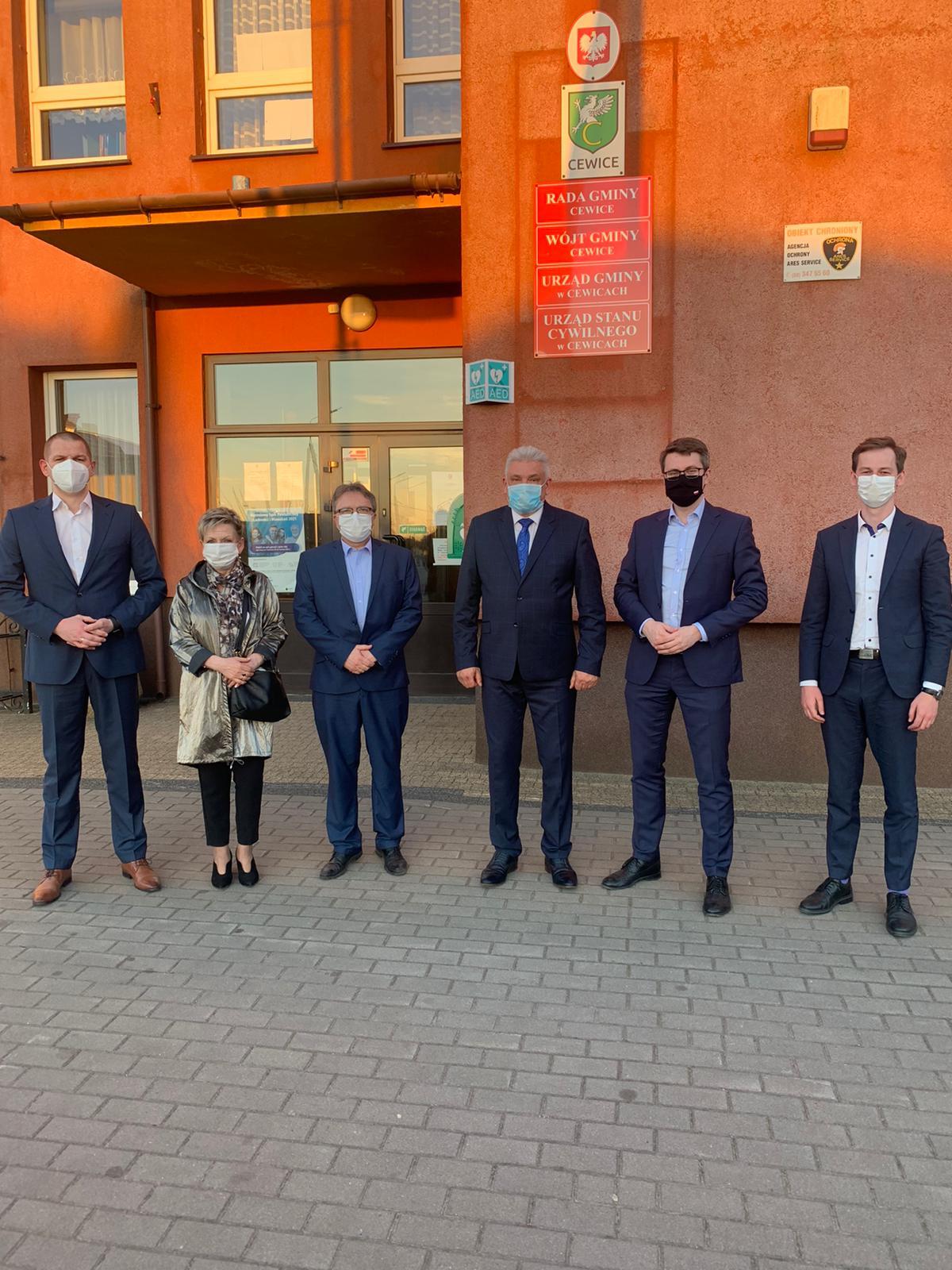Gościłem w miejscowościach Unieszyno i Cewice w Gmina Cewice. Spotkałem się tam m.in. z wójtem gminy, radną sejmiku województwa pomorskiego i mieszkańcami.