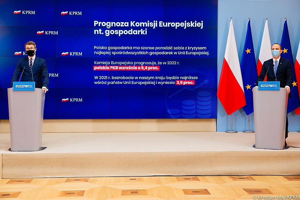 Mamy dobre wiadomości, jeśli chodzi o prognozy gospodarcze. Wszystkie działania podejmowane przez polskich przedsiębiorców i pomoc rządu dla nich, przynoszą konkretne efekty. Komisja Europejska przekazała nowe informacje dot. planowanego wzrostu gospodarczego. Komisja prognozuje, że w 2022 roku polski PKB wzrośnie aż o 5,4 proc.
