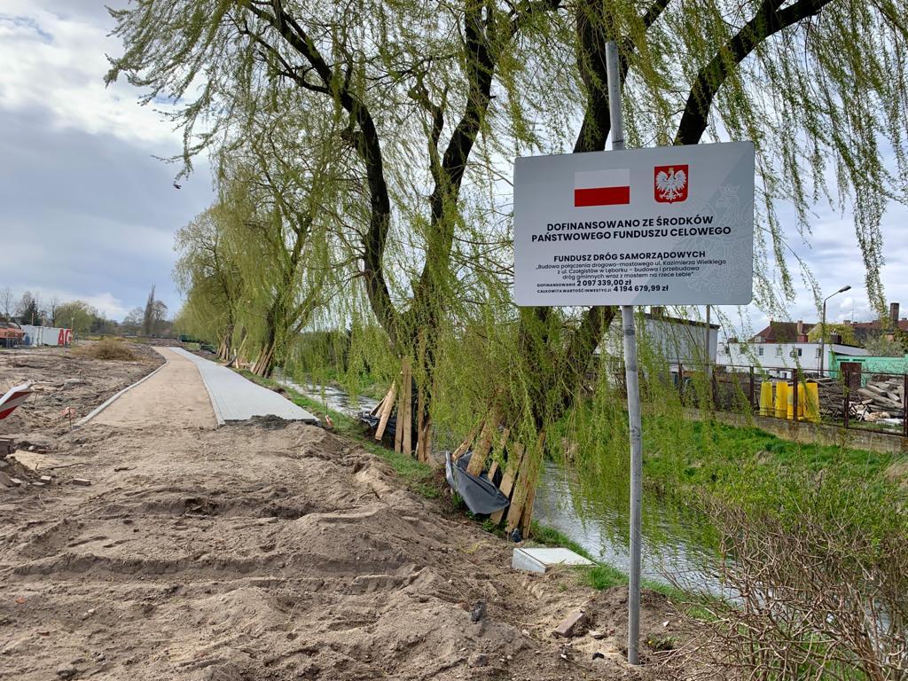 W ramach Rządowego Funduszu Rozwoju Dróg (Fundusz Dróg Samorządowych) Lębork otrzymał 50% dofinansowania na budowę połączenia drogowo-mostowego ul. Czołgistów i Kazimierza Wielkiego. Na tę inwestycję z Funduszu przeznaczono ponad 2 mln z