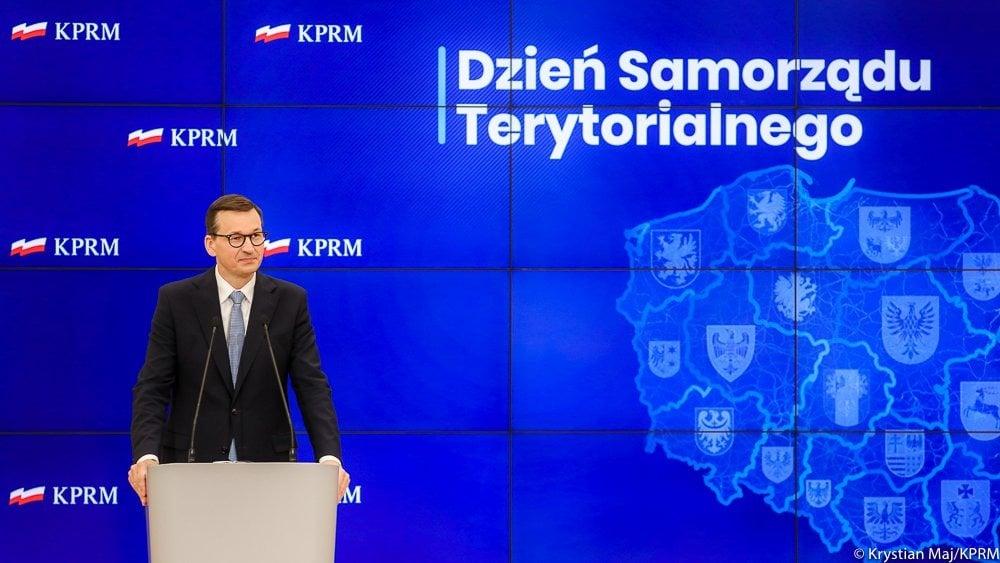 - Rząd i samorząd mają inne zadania, ale cel mamy jeden, wspólny - żeby Polacy mogli żyć na poziomie według standardów europejskich. Żeby tak się stało potrzebny jest rozwój infrastruktury i planowanie strategiczne ponad gminne i powiatowe. Moim jedynym pragnieniem jest to, żeby łączyć Polską w jedną spójną opowieść, w jedną spójną, solidarną RP. I za to, że państwo się do tego przyczyniacie chciałbym bardzo podziękować i pogratulować - mówił premier Mateusz Morawiecki.