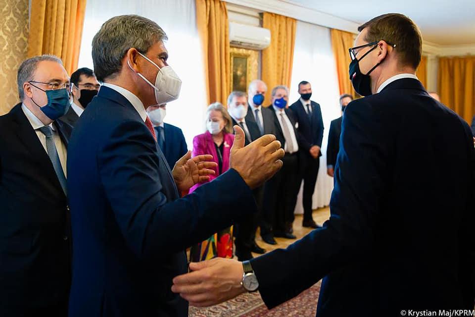 Organizowane konsultacje międzyrządowe, które odbyły się w tym roku w Alcalá de Henares pod Madrytem stanowią najważniejszy format współpracy między Polską a Hiszpanią. Odbywają się cyklicznie od 2003 roku.