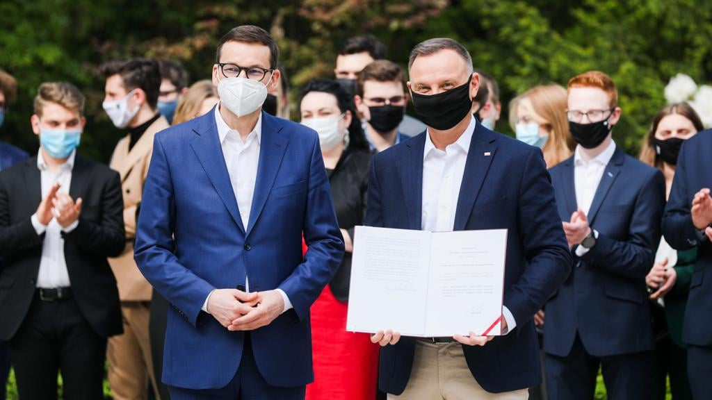 Premier Mateusz Morawiecki wziął udział w uroczystościach podpisania przez Prezydenta Andrzeja Dudę ustawy ws. młodzieżowych rad gminy, powiatu i młodzieżowego sejmiku województwa.
