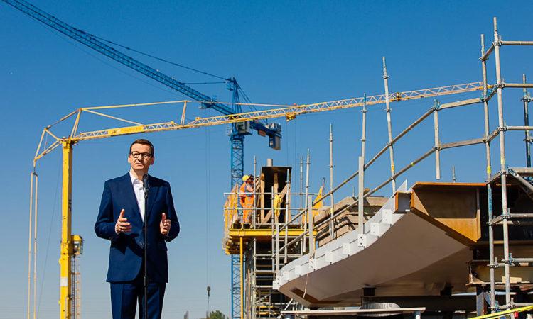 - Koleje wymagają wyobraźni wieloletnich inwestycji, wymagają wyobraźni związanej także z realizacją całościowego planu gospodarczego i takim właśnie planem jest Polski Ład i częścią tego planu jest CPK - mówił premier Mateusz Morawiecki.