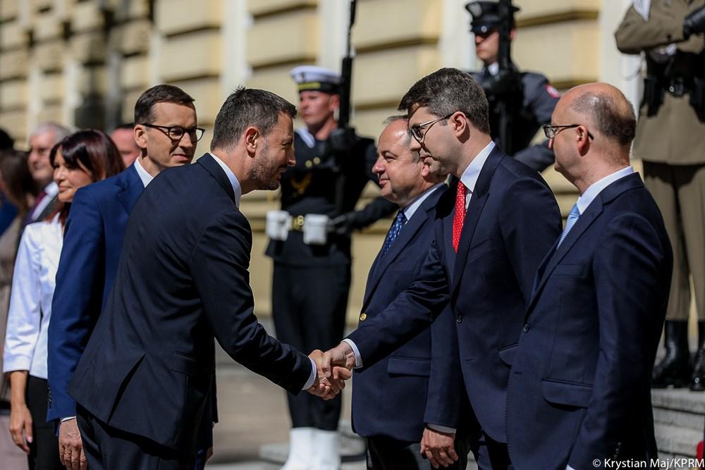 - Bardzo się cieszę z tej wizyty i że polsko-słowackie relacje na wielu polach są znakomite. Nie tylko budujemy wymiar bilateralny, ale także wyszehradzki V4, w ramach Trójmorza i w ramach UE - mówił premier Mateusz Morawiecki.