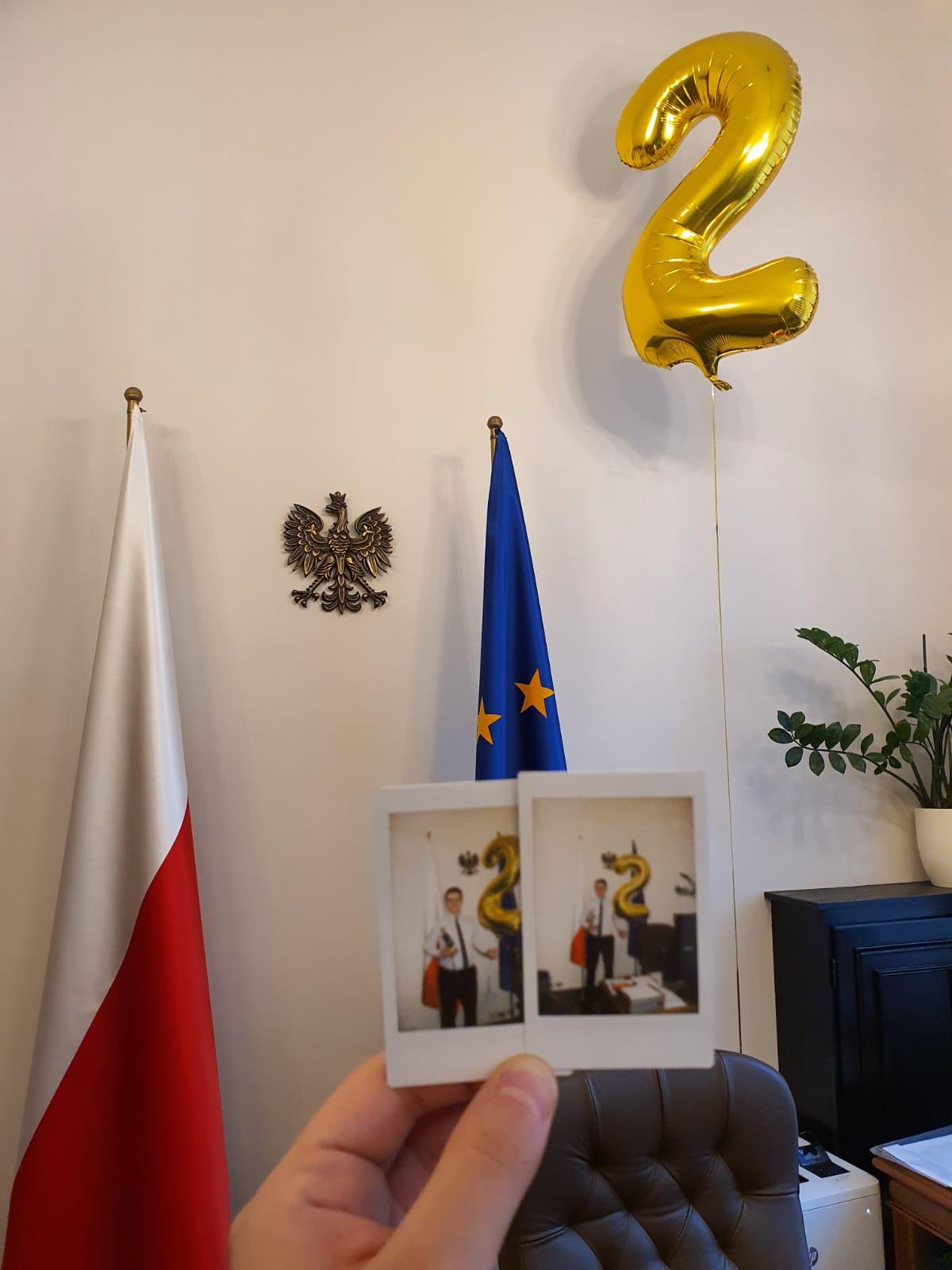 - 2 lata temu, 4 czerwca 2019 premier Mateusz Morawiecki powołał mnie na funkcję rzecznika prasowego rządu. Wiedziałem, że to ogromne wyzwanie i odpowiedzialność z jaką przyjdzie mi się zmierzyć. Przez ostatnie dwa lata niemal każdego dnia komentowałem i informowałem o najważniejszych sprawach i działaniach rządu.